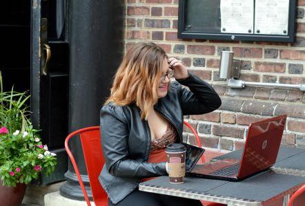 alexis-blogging